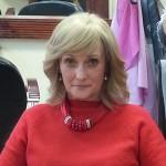 Krásna pani Oľga v parochni od vás a vašich krásnych, dlhých vlasov.
