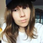 17 ročná krásna Deniska, ktorej diagnostikovali nádor na obličke, sa dnes môže aj vďaka vám tešiť z krásnej parochne. Znovu tak rada chodí do kina alebo len tak von s kamarátkami.